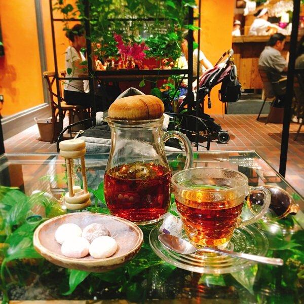Tea and cookies at Kichijoji