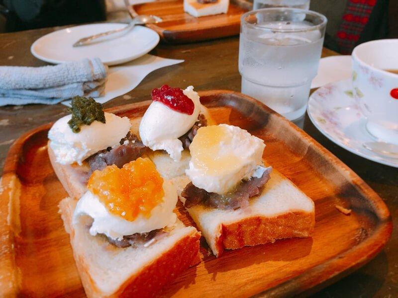 Multicolor ogura toast