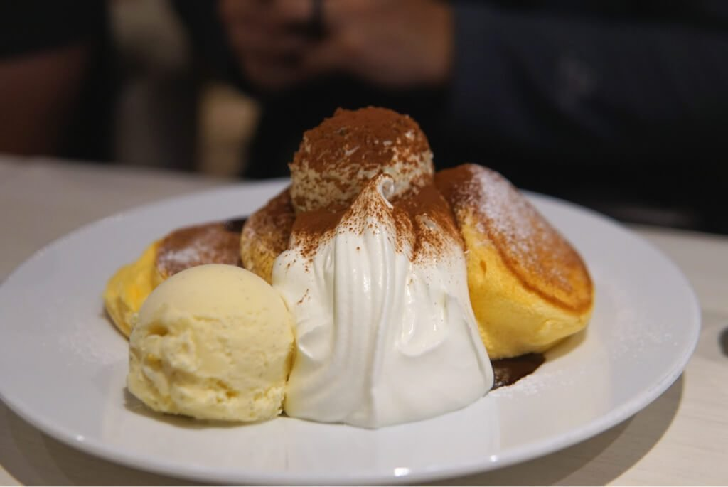 Tiramisu Pancakes (1390 yen)