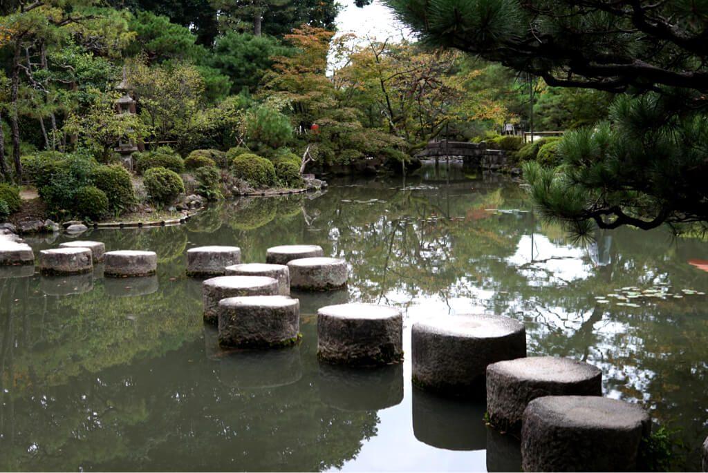 Round stone bridge