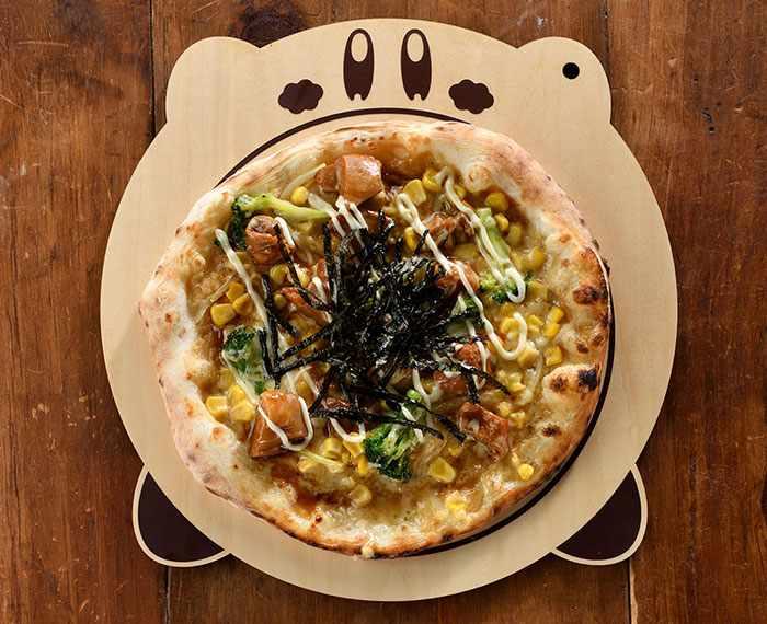 Kirby Cafe's Stone-Oven Pizza ~Waddle Dee's Chicken Teriyaki~ (1,380 yen)