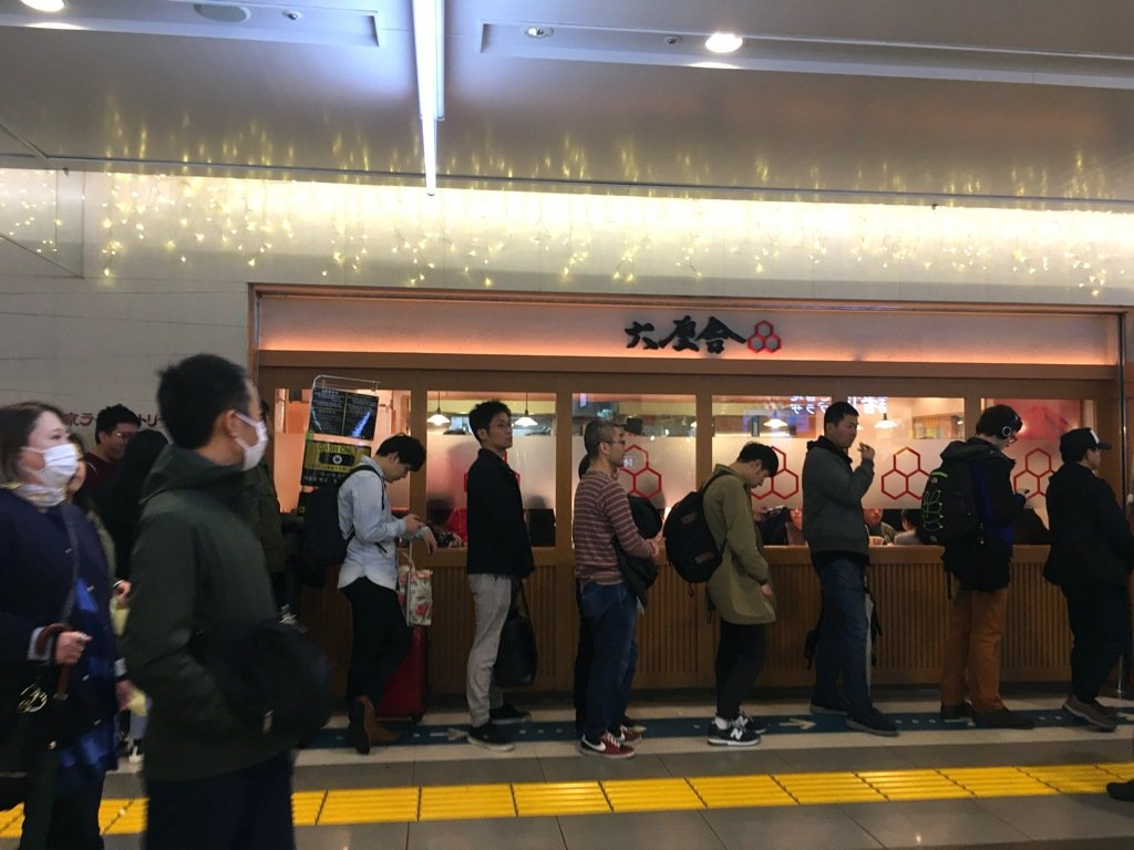 Long line in front of Rokurinsha