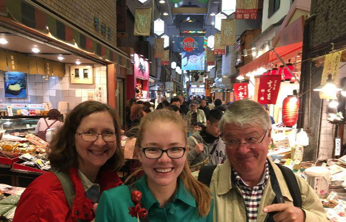 Join other foodies in the tour to the Nishiki Market